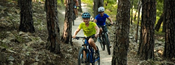 INSIDER GUIDE: Explore the NEW Monument Trails at Pinnacle Mountain with Your Family in Tow